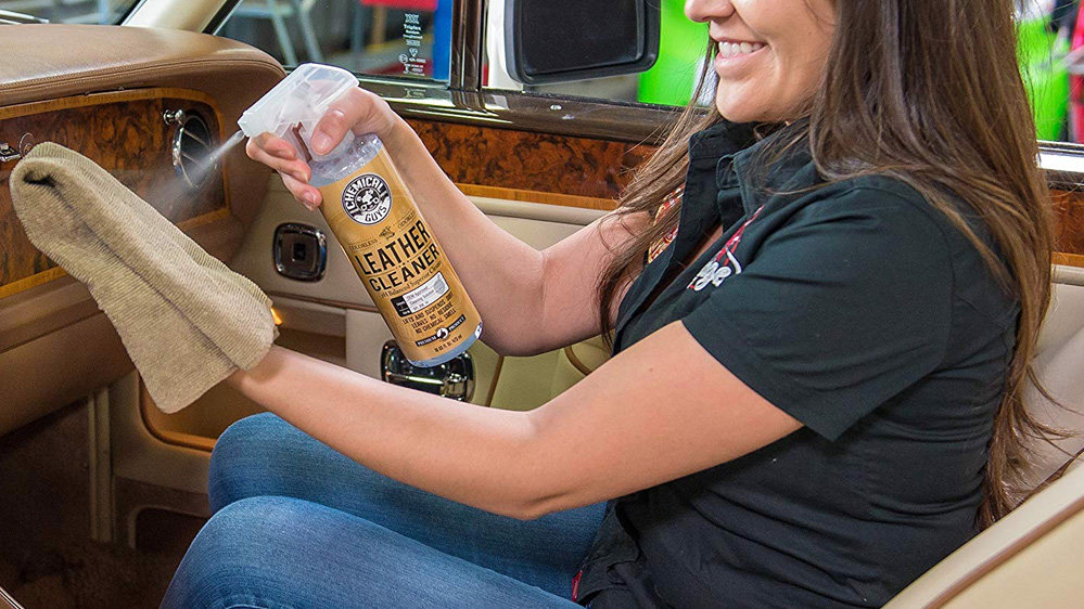 limpiar asientos cuero coche chemical guys leather cleaner