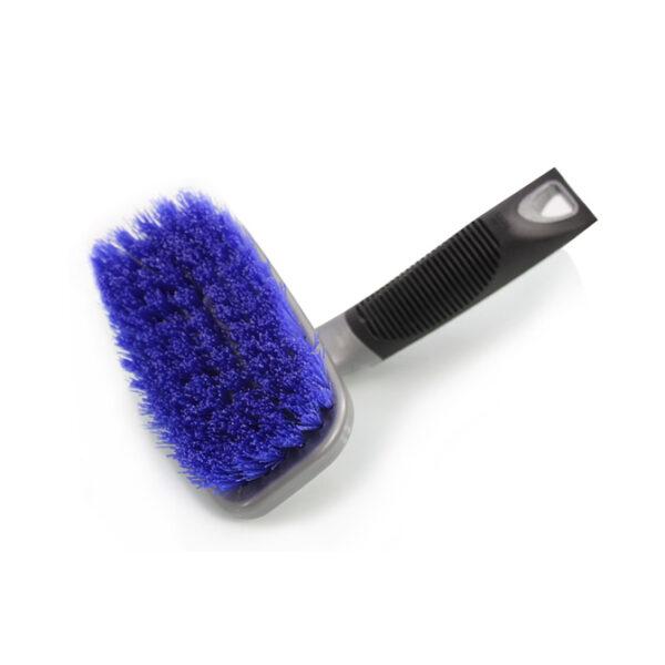 cepillo para lavar los neumaticos del coche