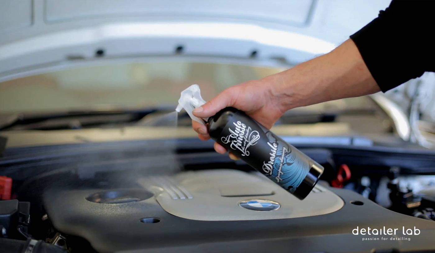limpiar el motor del coche en seco