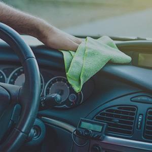 limpiar salpicadero del coche